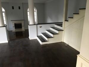 Lépcső pácolva